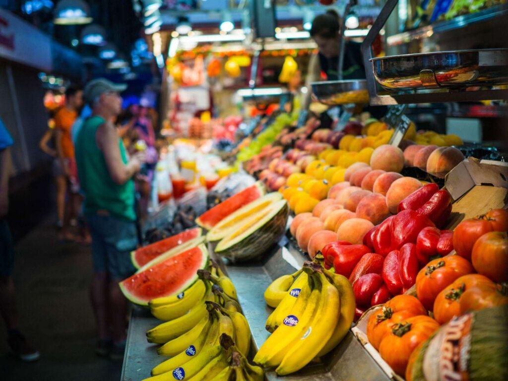 La Boqueria owoce, banany, arbuzy