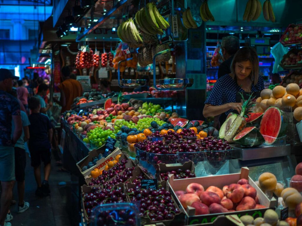 La Boqueria stoisko z owocami