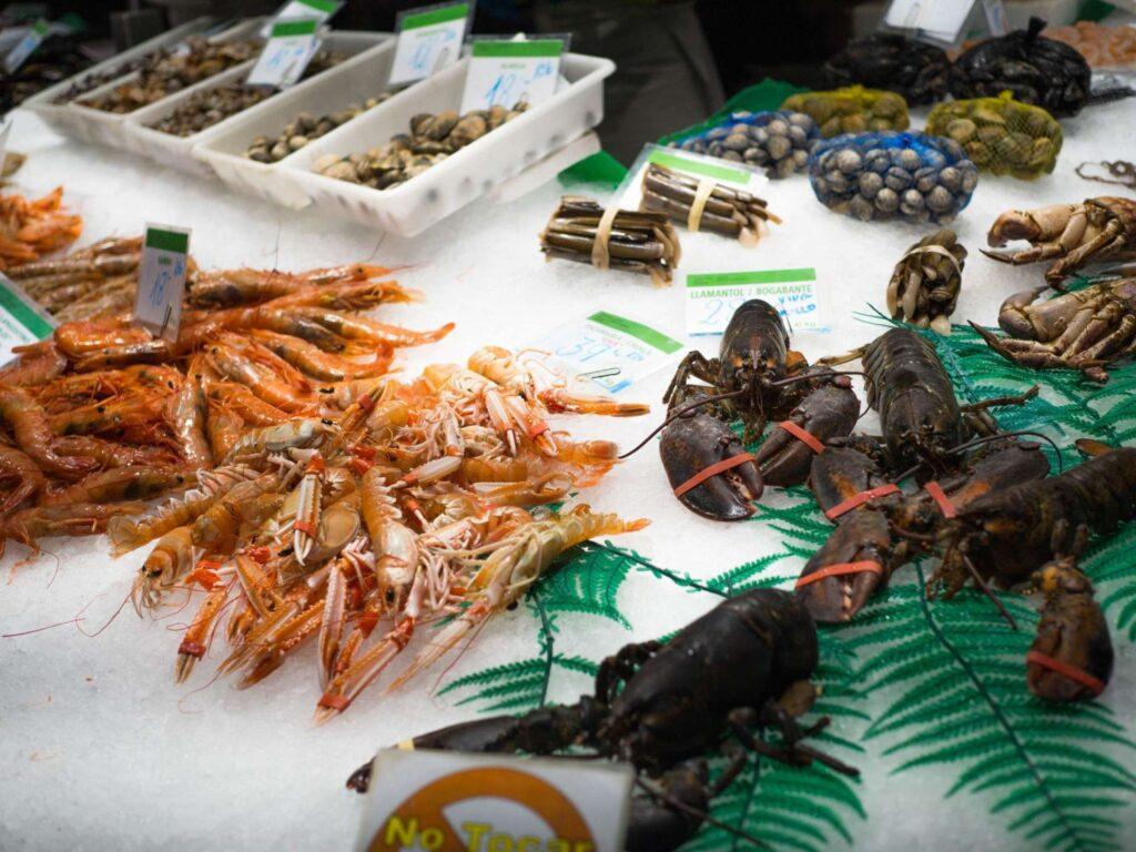 La Boqueria krewetki i homary na lodzie