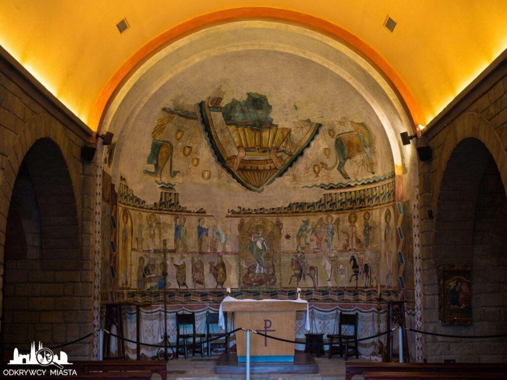 Poble espanol wnętrze kościoła