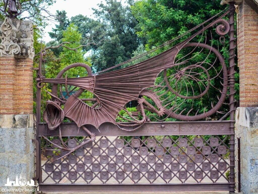 Pawilony Guell brama wejściowa ze smokiem