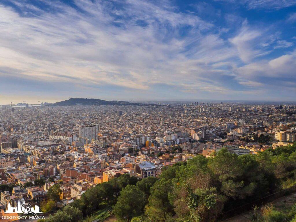 Bunkry del Carmel widok na Barcelonę i wzgórze montjuic