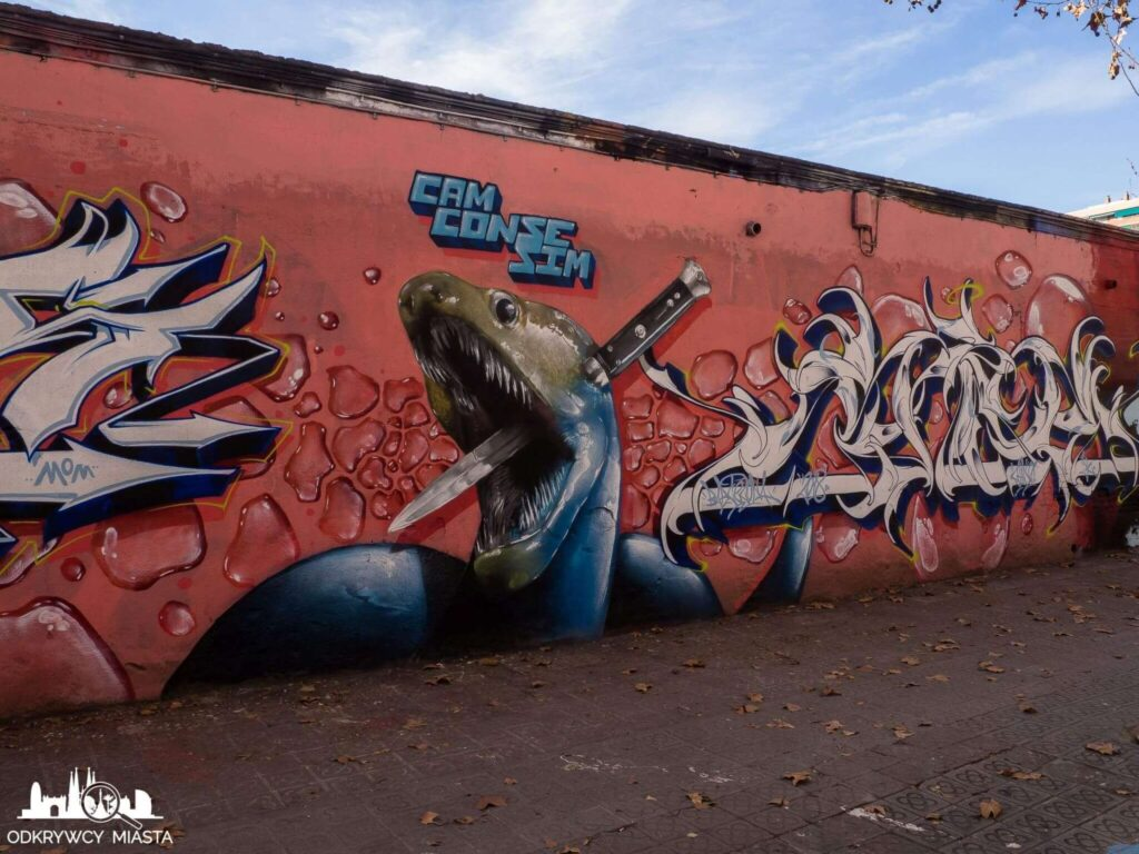 Street Art Barcelona park grafik foka przebita nożem