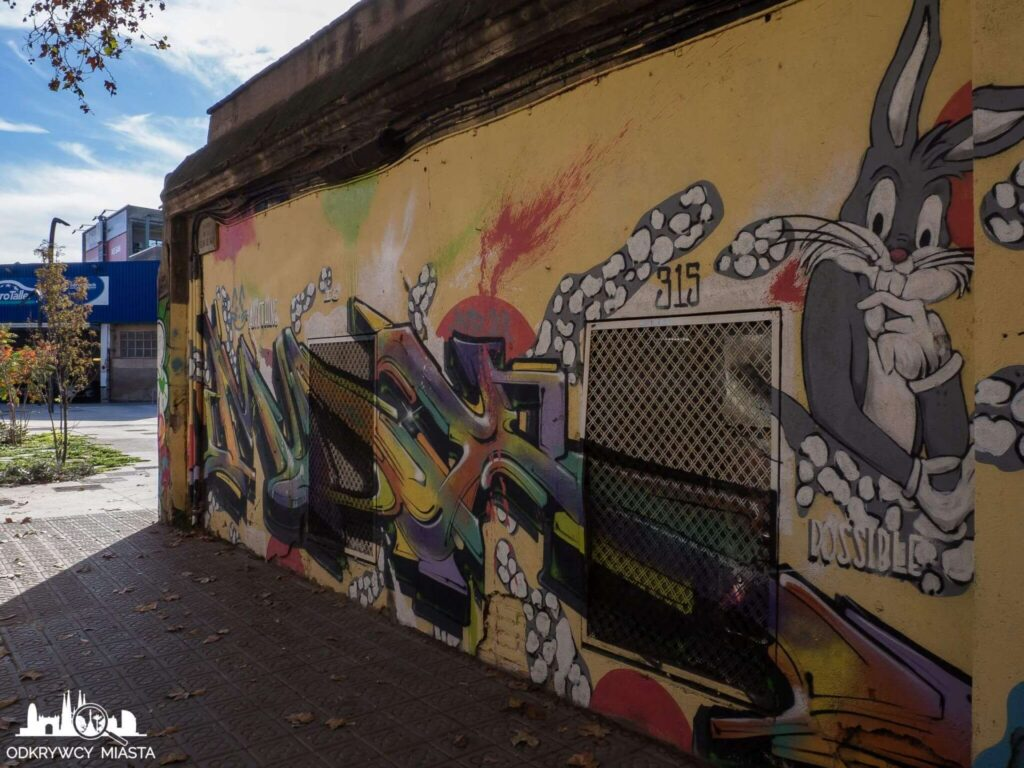Street Art Barcelona park grafik królik bugs i napis