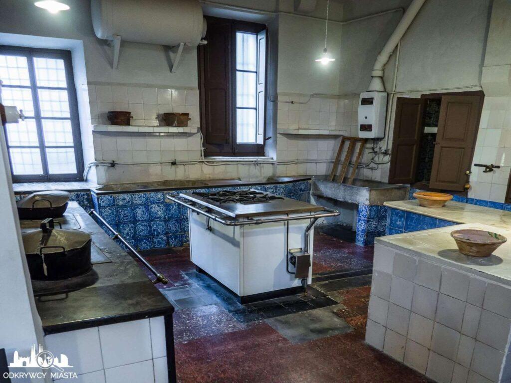 klasztor Pedralbes kuchnia z pełnym wyosażeniem
