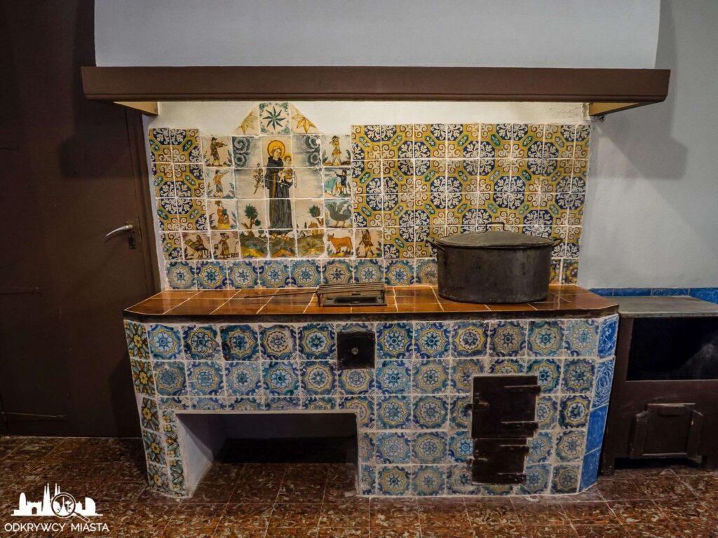 klasztor Pedralbes kuchnia z paleniskiem i garnkiem