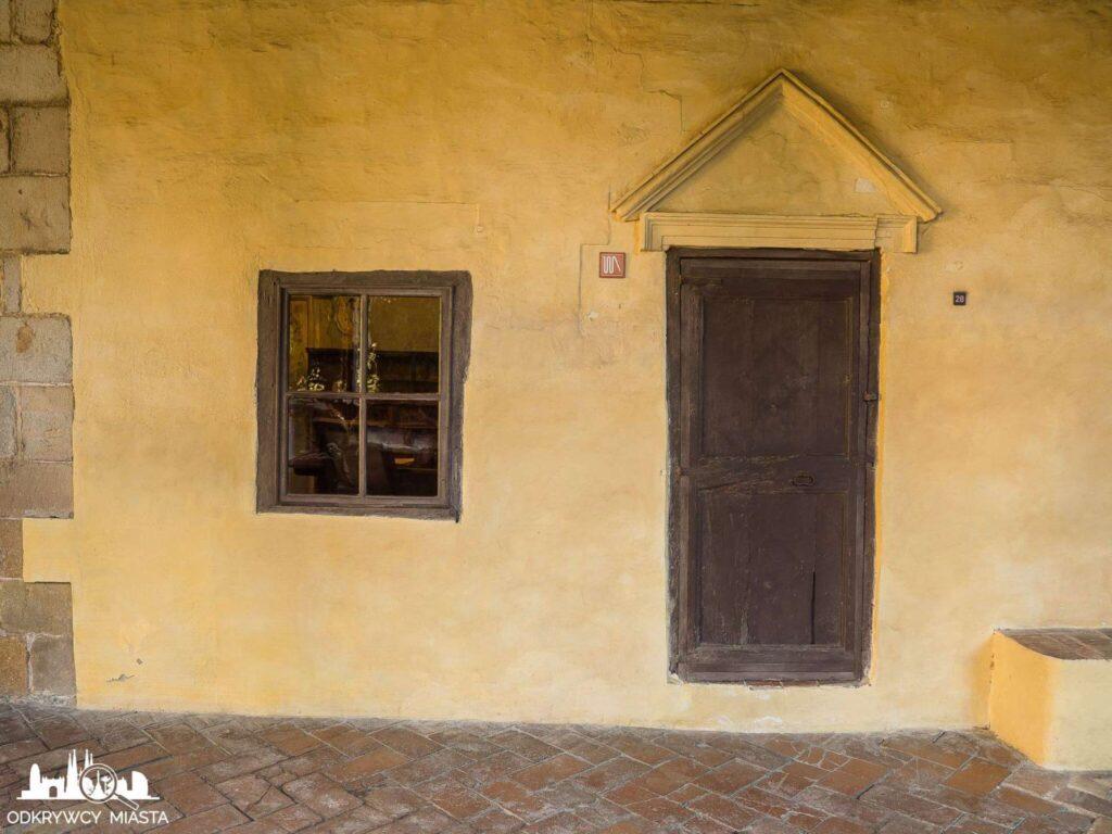klasztor Pedralbes wejście do celi modlitewnej
