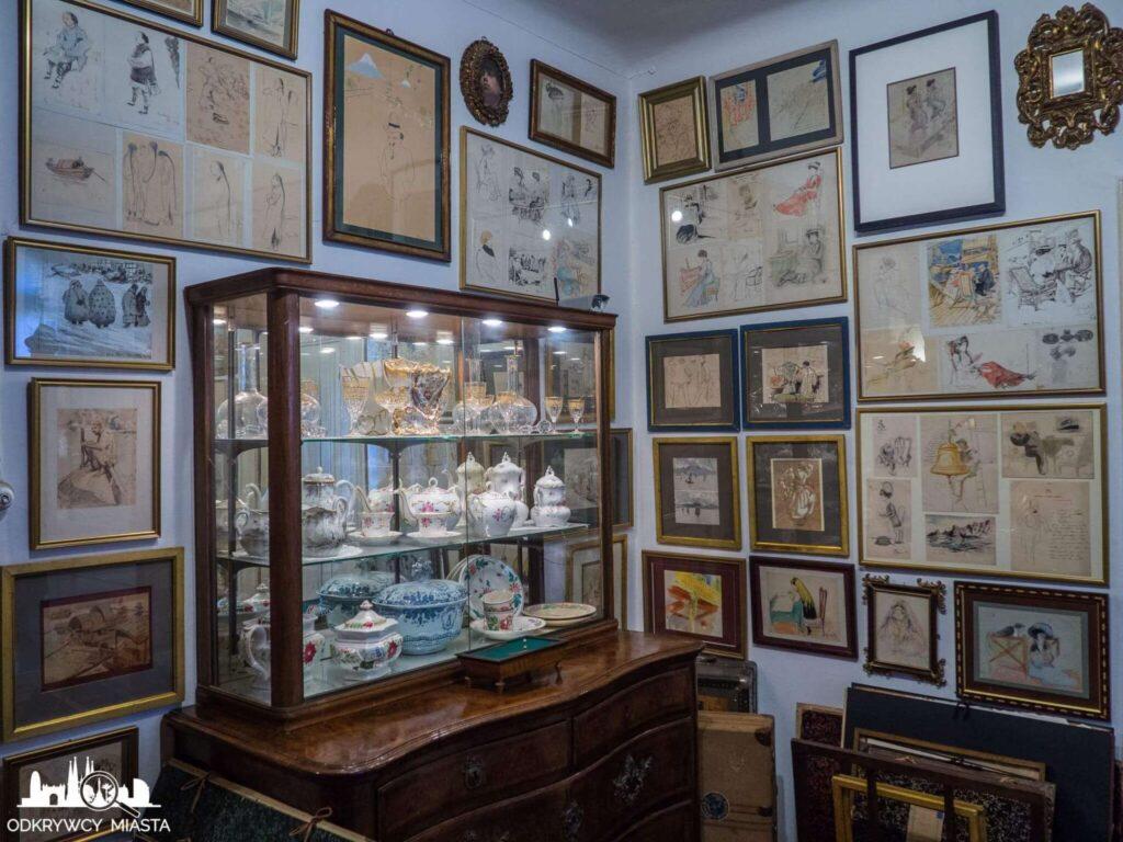 Pracownia Oleguer Junyent obrazy i porcelana w szafce