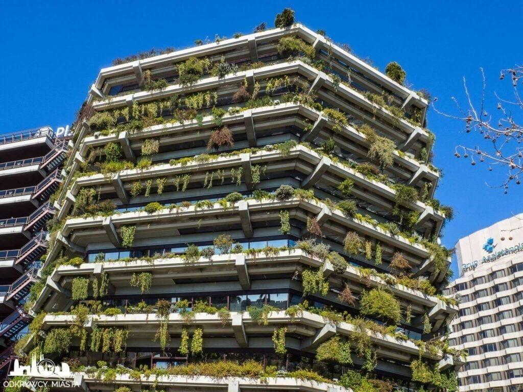Pionowa ogrody fundacja planeta duży budynek pokryty roślinami