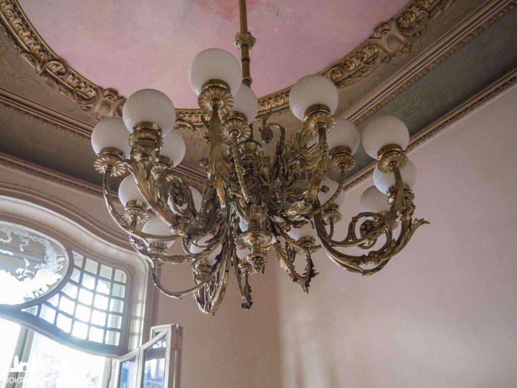 Casa Felip bogato zdobiona lampa