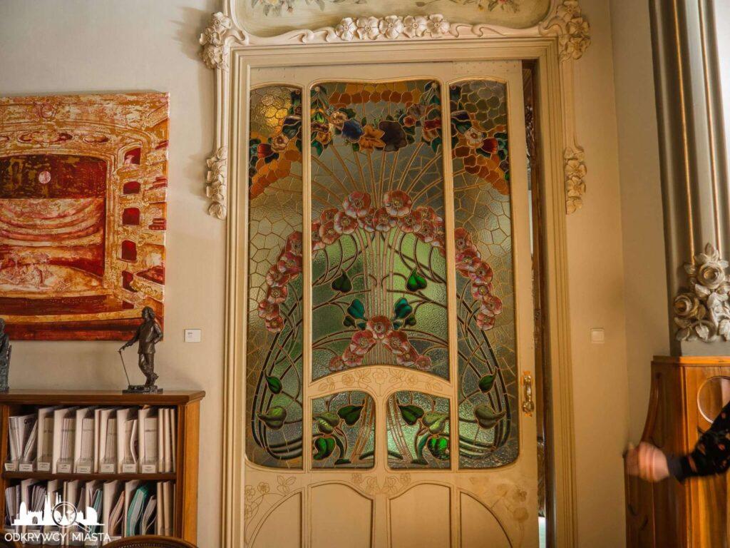 Casa Felip drzwi z bogatym witrażem