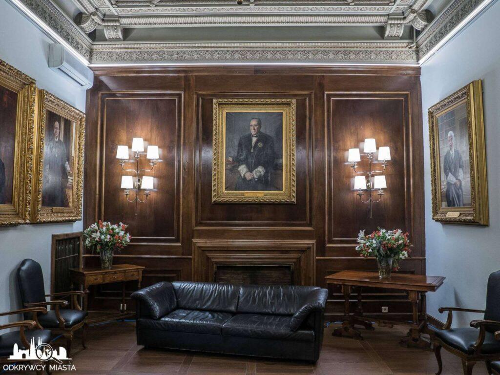 Pałac casades pomieszczenie reprezentacyjne z obrazami dawnych prezesów