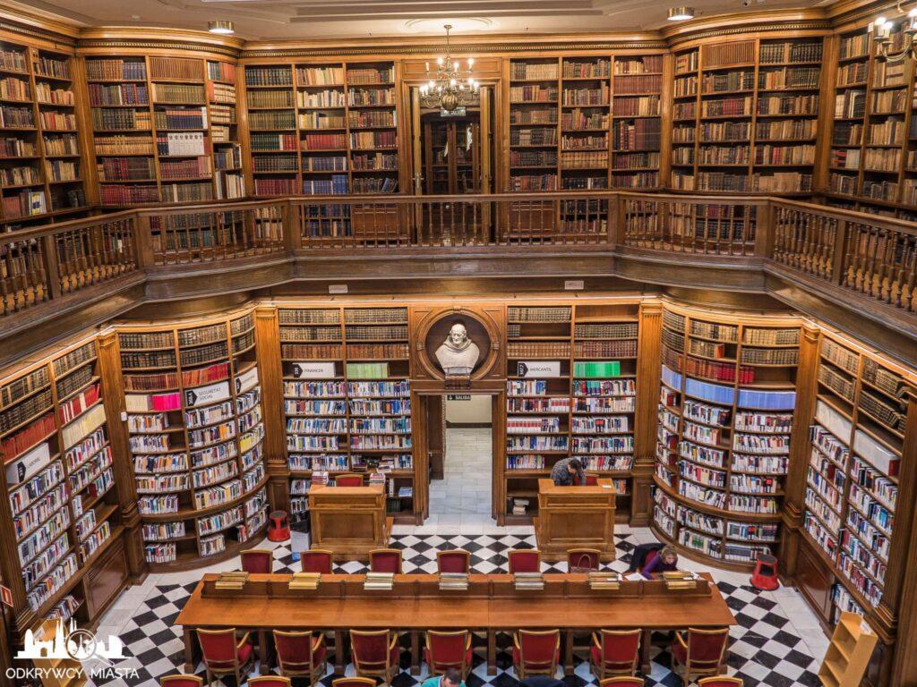 Pałac casades widok na bibliotekę