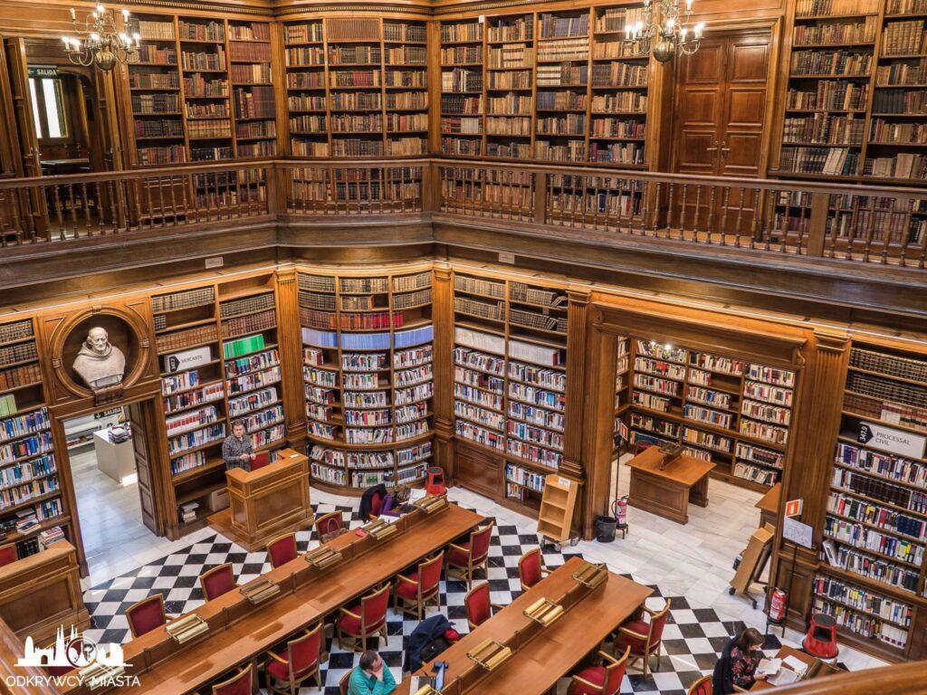 Pałac casades biblioteka z księgozbiorem