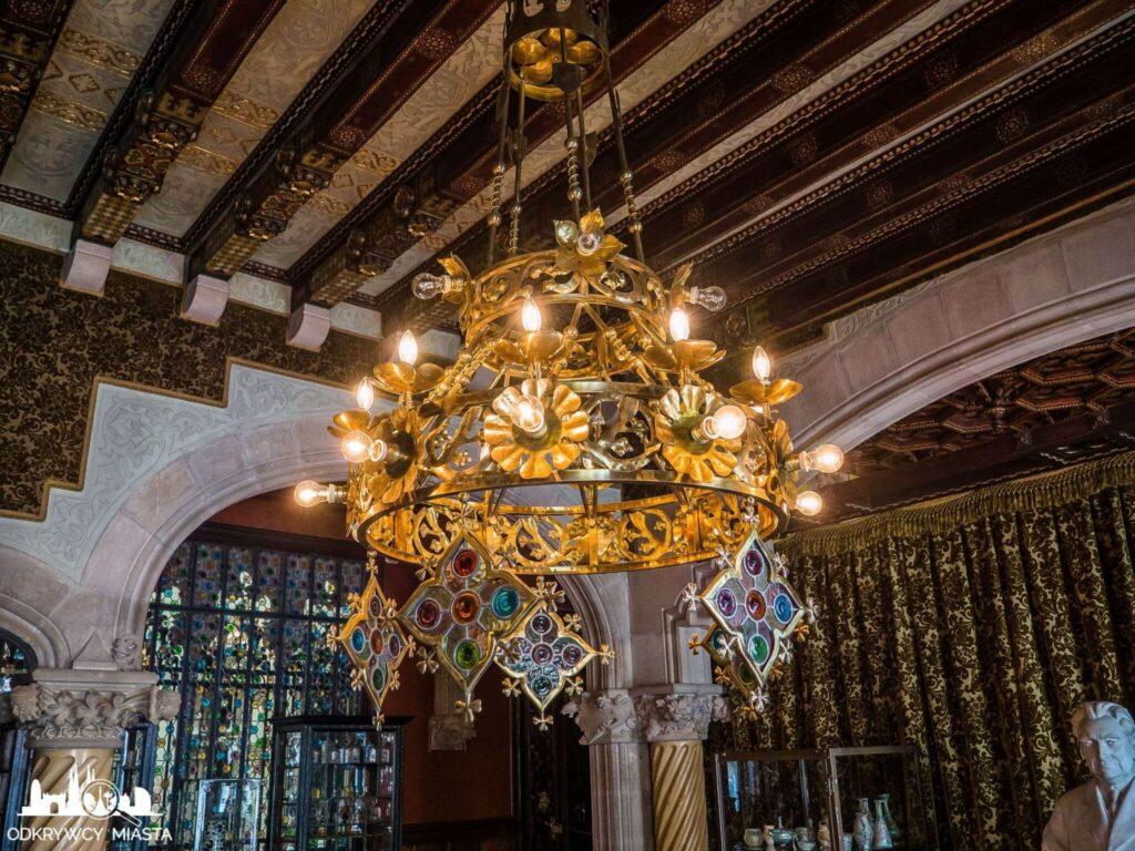 casa amatller bogato zdobiona lampa