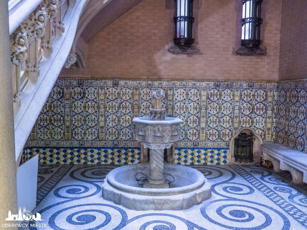 Pałac Baron de Quadras fontanna w holu