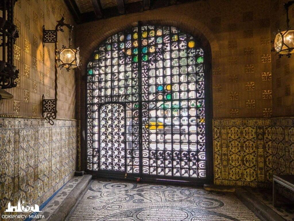 Pałac Baron de Quadras brama wjazdowa do pałacu