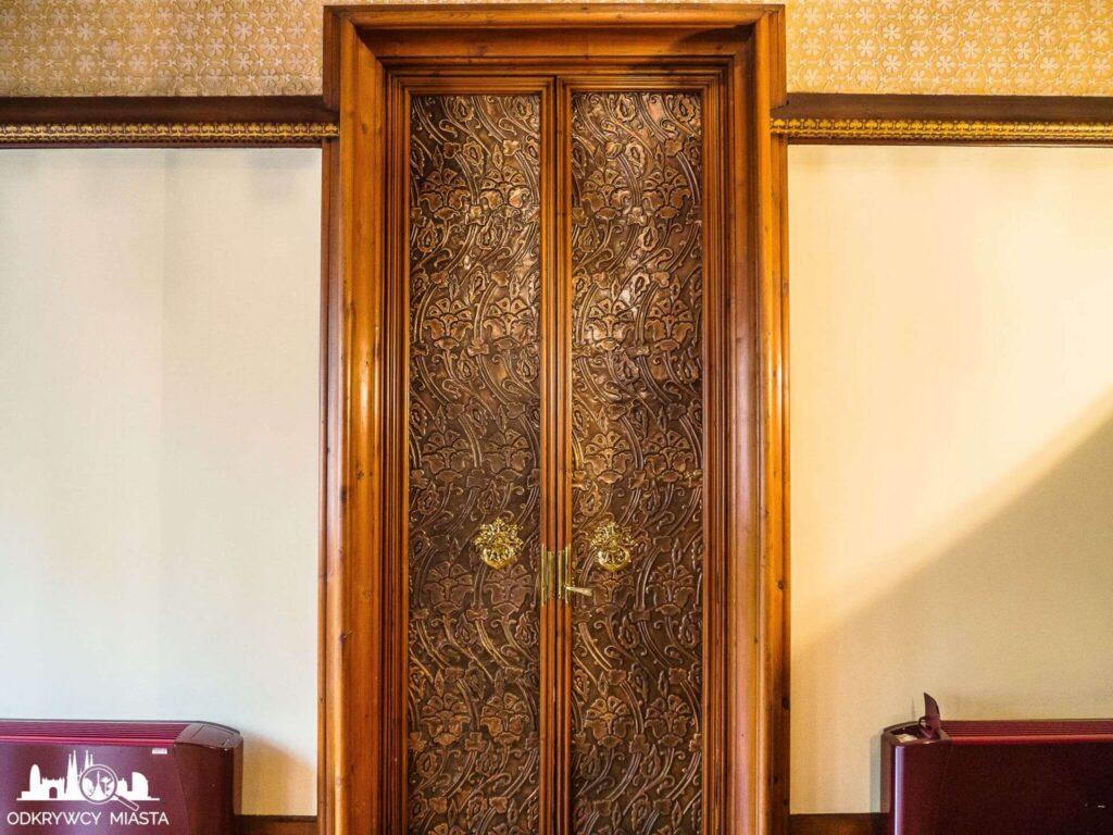 Pałac Baron de Quadras drzwi do pokoju