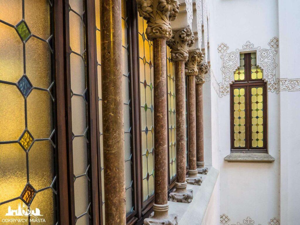 palau macaya okno z kolumnami