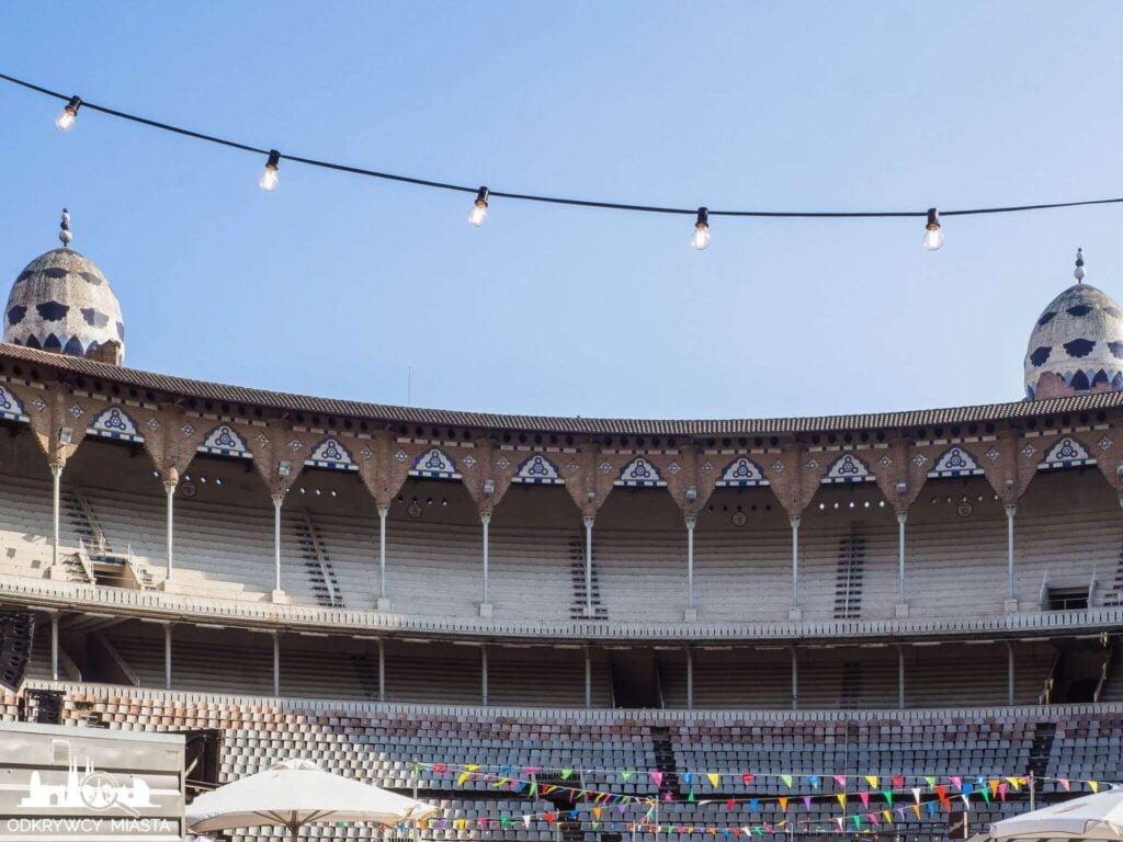 Monumental arena byków dikok na obie trybuny podczas fiesty