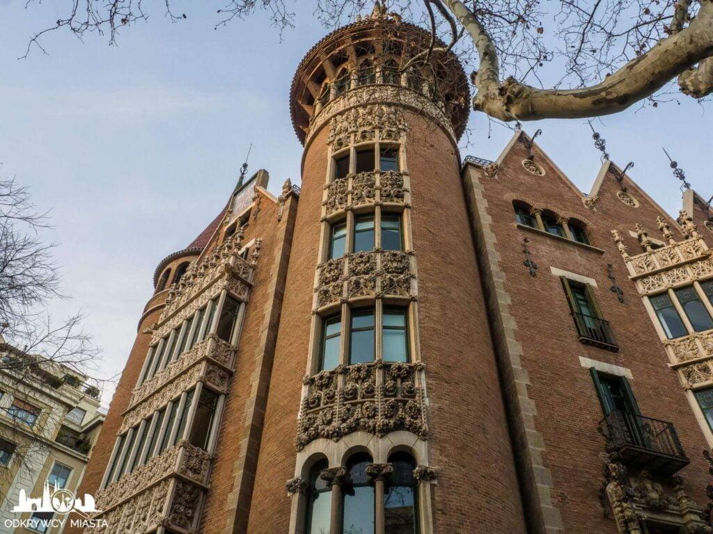Casa Punxet zdobiona wieża budynku
