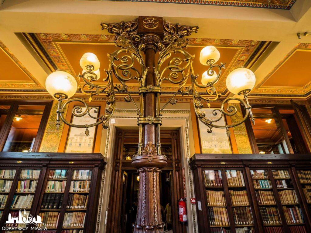 Masońska Biblioteka Arus lampa oświecająca bibliotekę