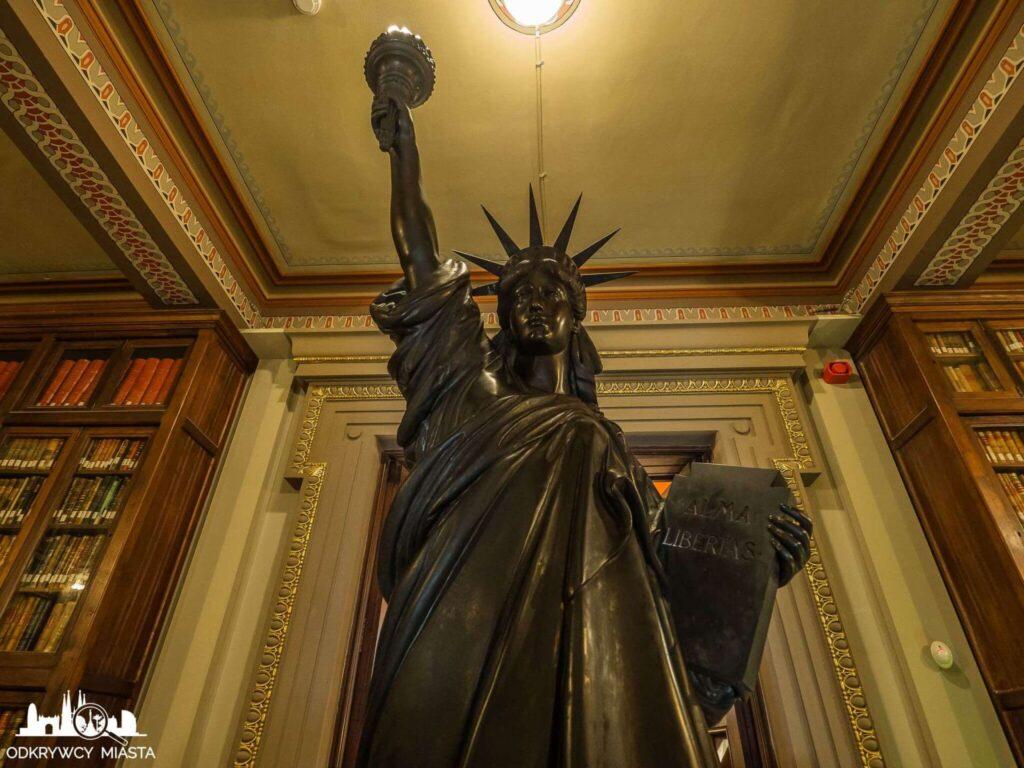 Masońska Biblioteka Arus statua wolności