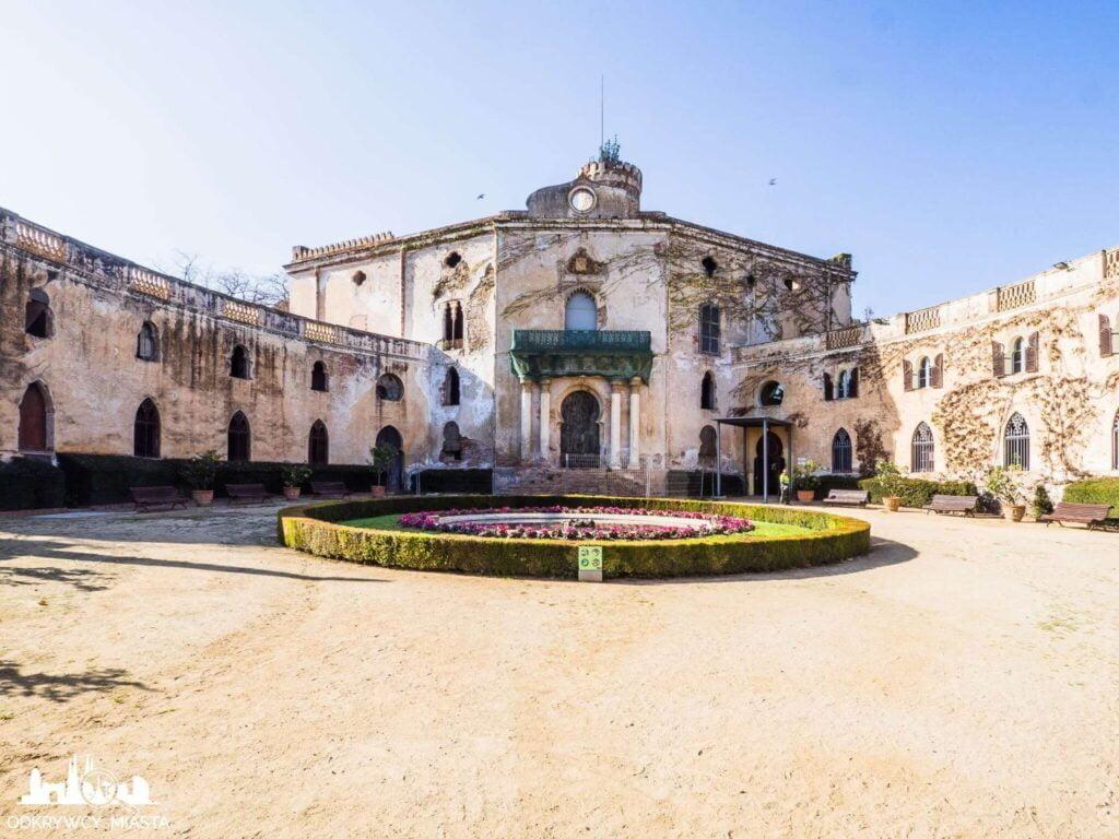 Park z Labiryntem Horta dawny pałac w parku