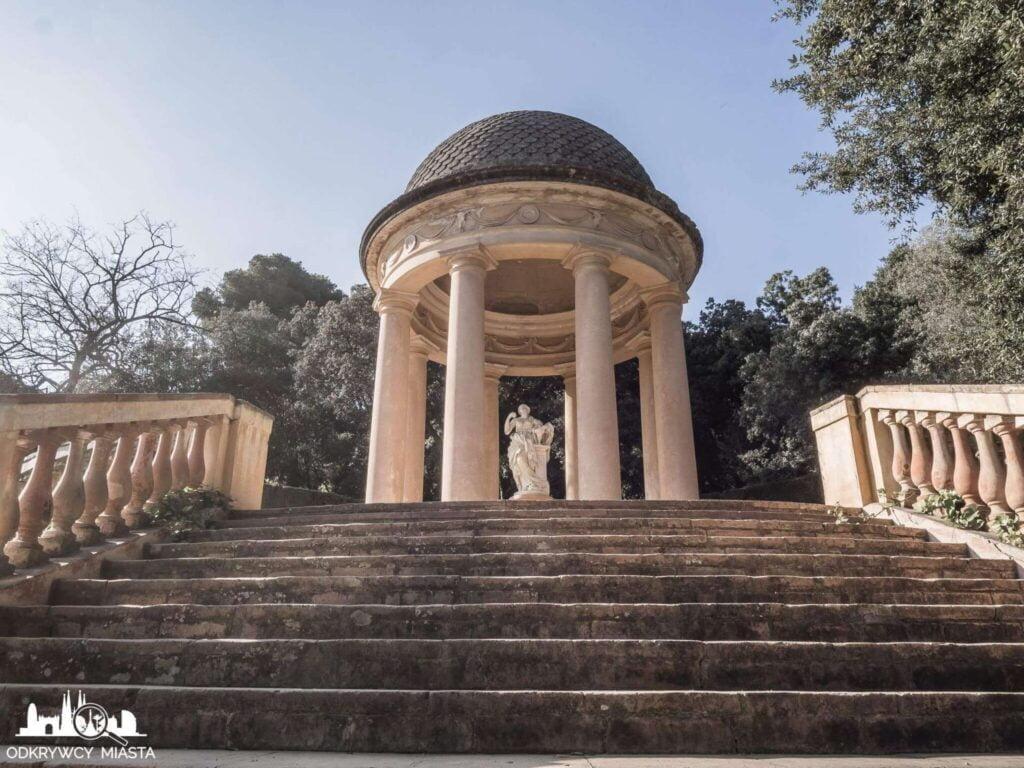 Park z Labiryntem Horta glorieta z rzeźba