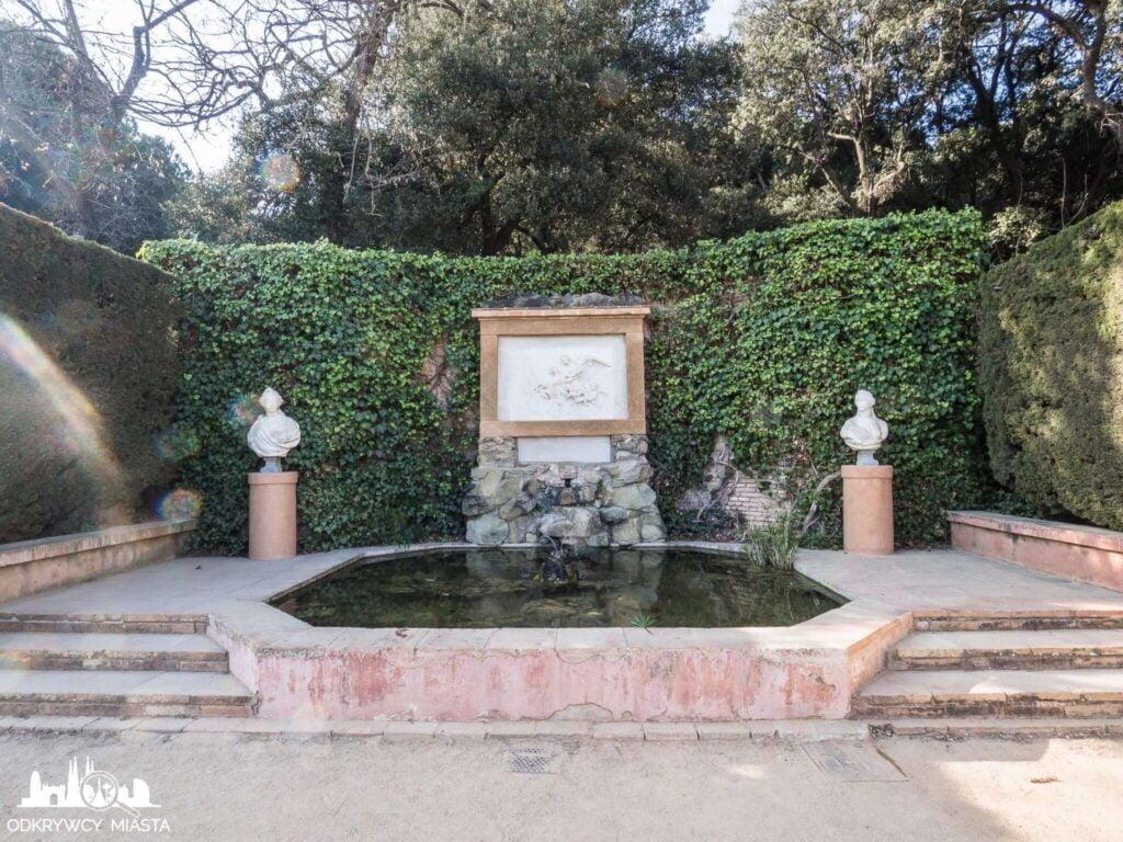 Park z Labiryntem Horta mała fontanna