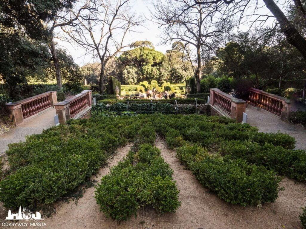 Park z Labiryntem Horta krzewy w parku