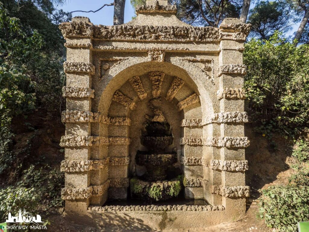 Park z Labiryntem Horta fontanna umieszczona w ścianie