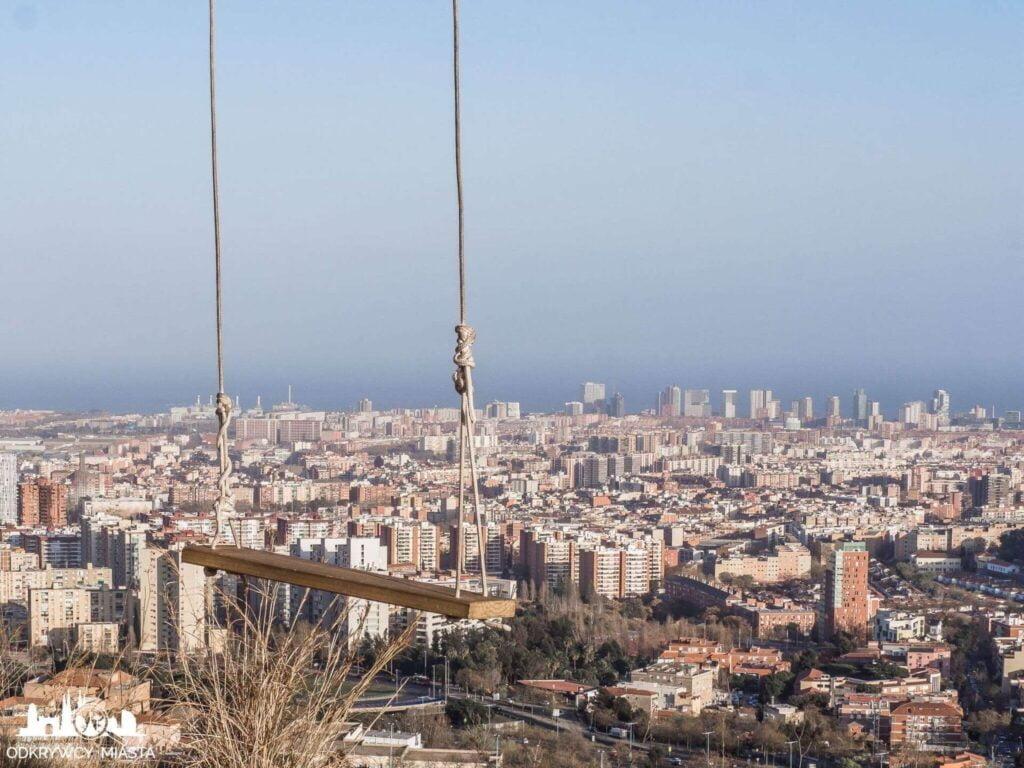 Punkt widokowy w Barcelonie Horta Huśtawka nad miastem