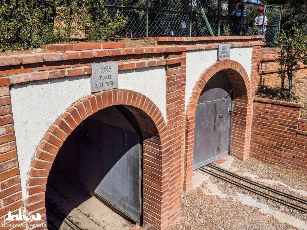 Park z pociągami l'oreneta tunel kolejowy