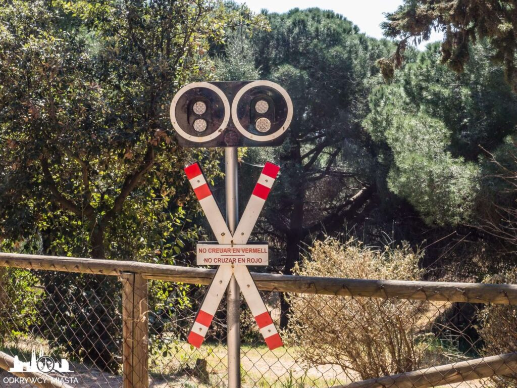Park z pociągami l'oreneta sygnalizacja kolejowa