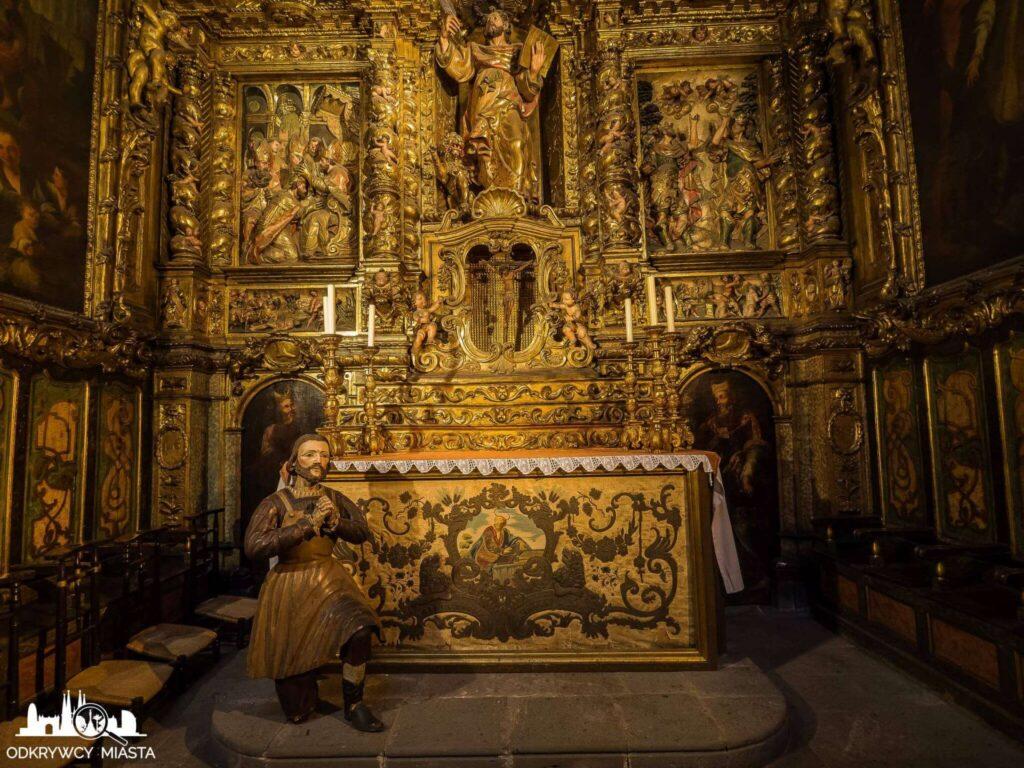 Katedra św. Eulali ołtarz w bocznej kaplicy