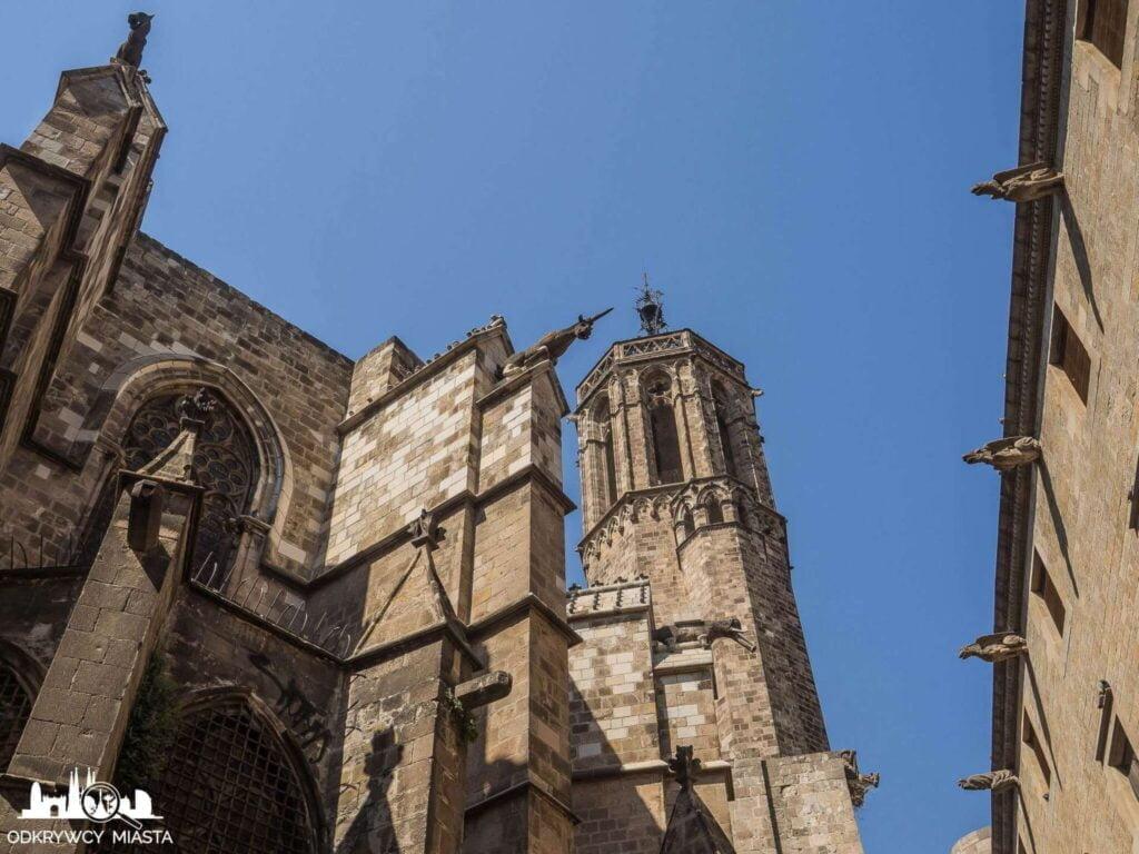 Katedra św. Eulali maszkarony na dachu katedry