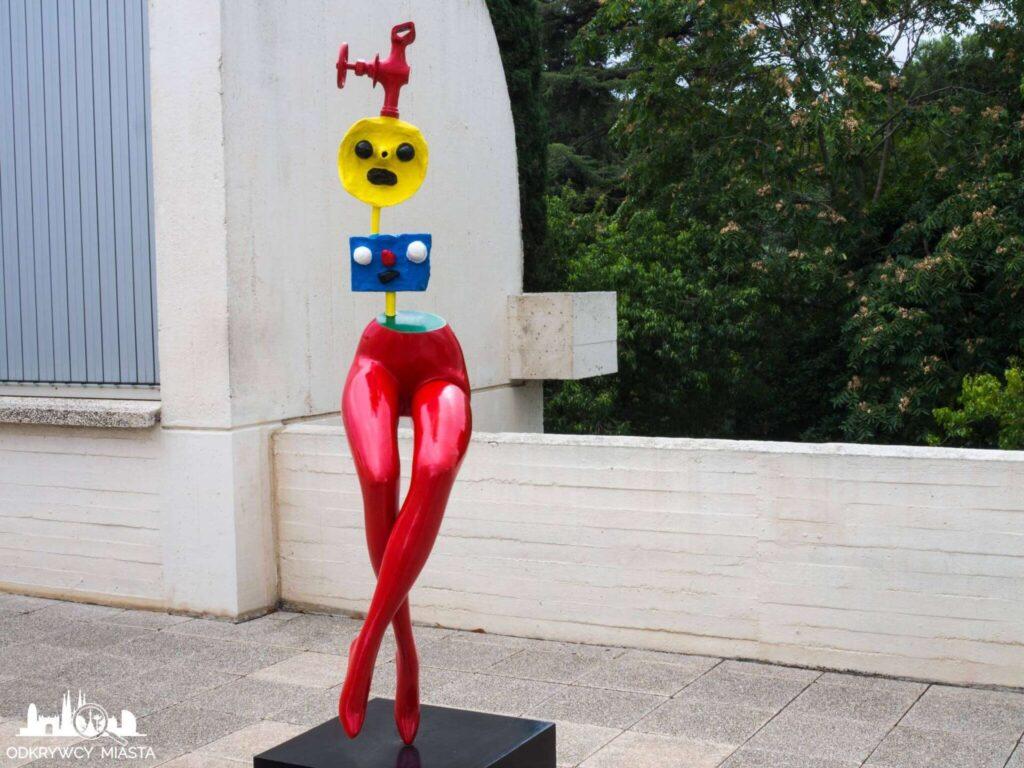 Fundacja Joan Miro rzezba kobieta