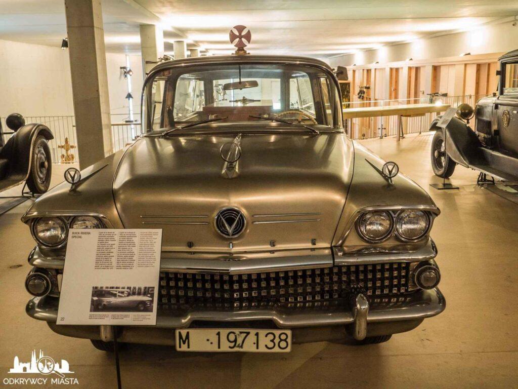 Muzeum wozów pogrzebowych w Barcelonie srebrny wóz pogrzebowy