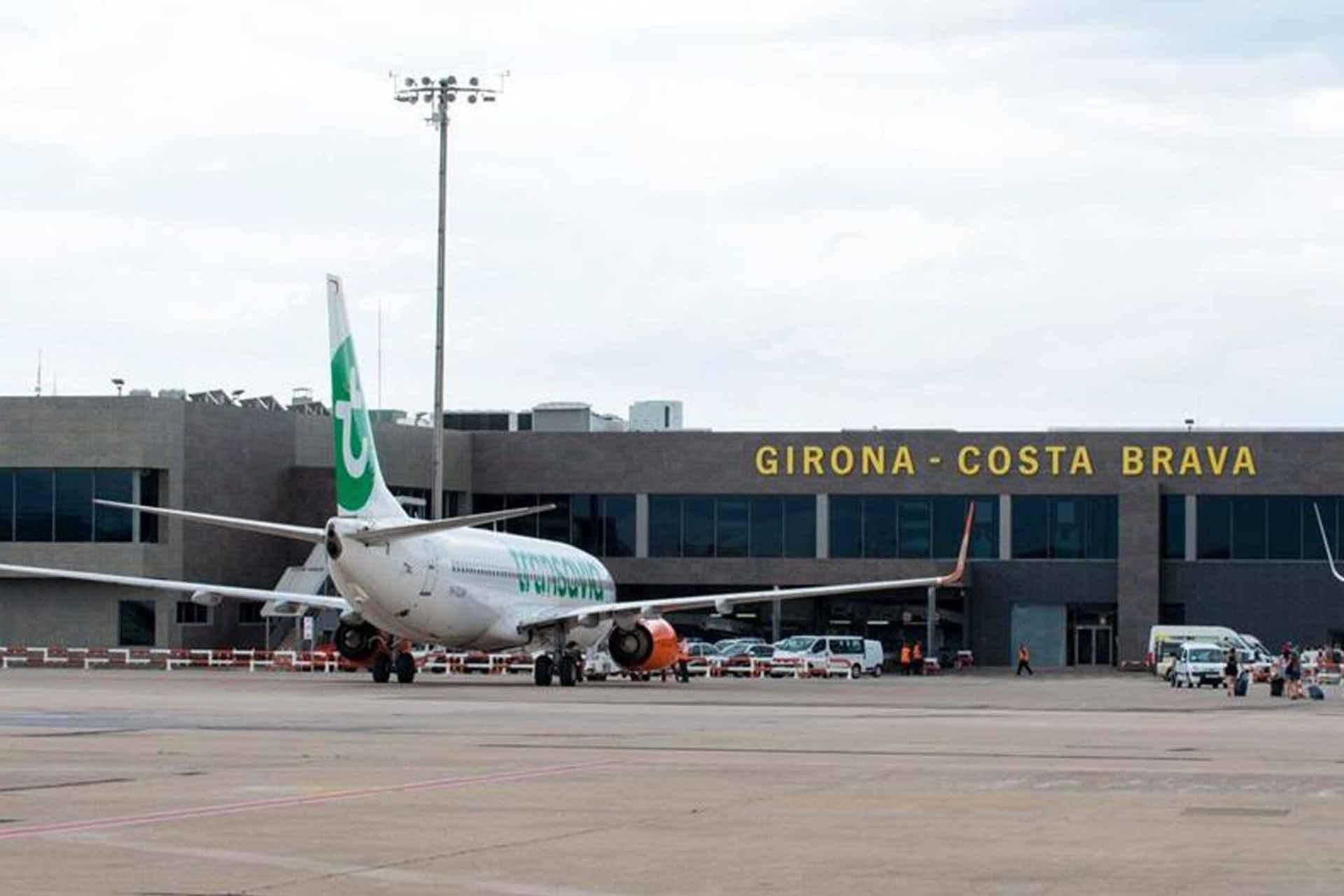 transport lotnisko girona samolot terminal