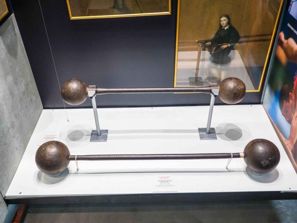 Muzeum olimpijskie w Barcelonie starożytne ciężary używane na igrzyskach