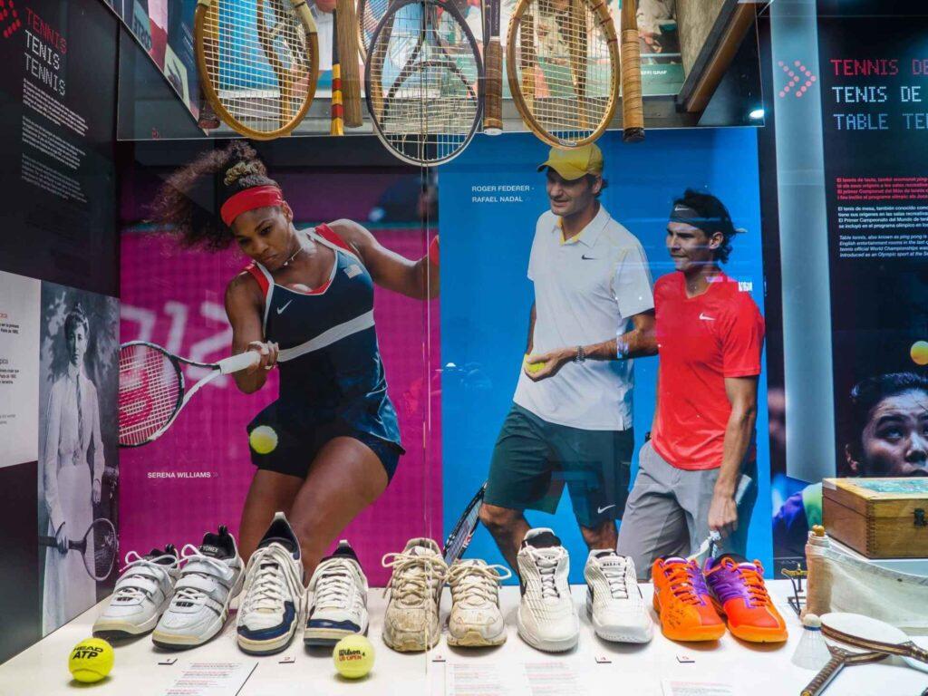 Muzeum olimpijskie w Barcelonie buty i rakiety tenisowe