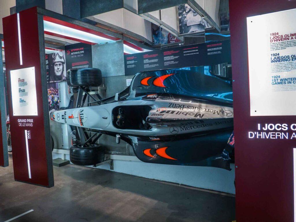Muzeum olimpijskie w Barcelonie bolid formuły 1