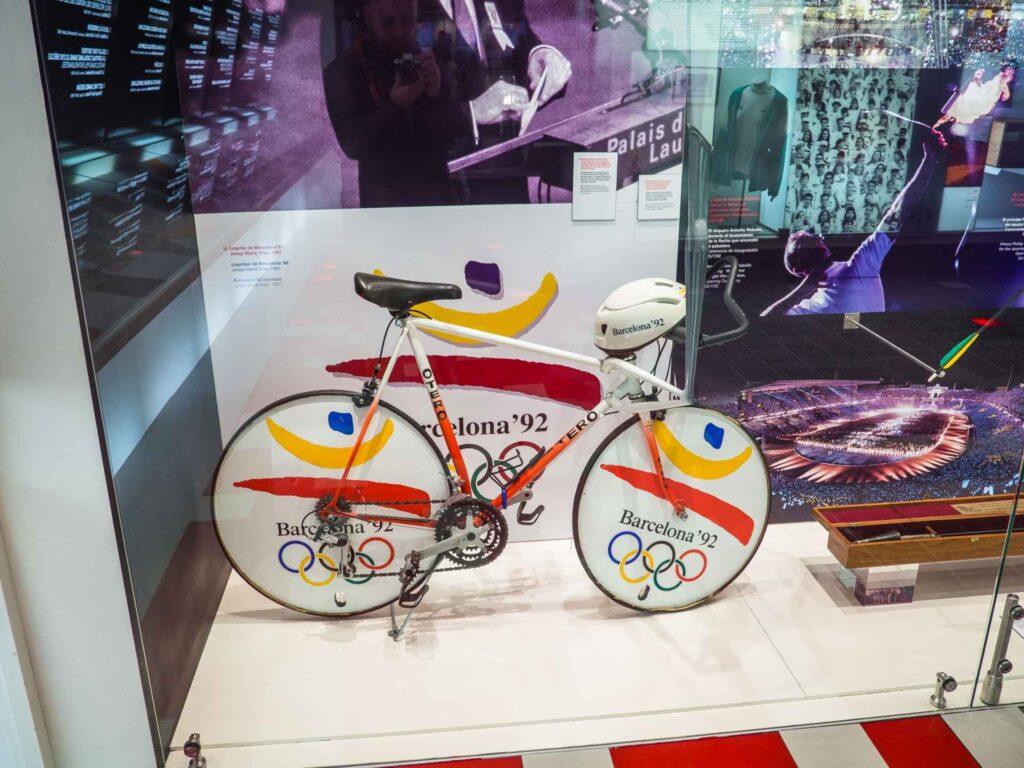 Muzeum olimpijskie w Barcelonie rower używany podczas olimpiady w 92 w zawodach Kolarstwa torowego