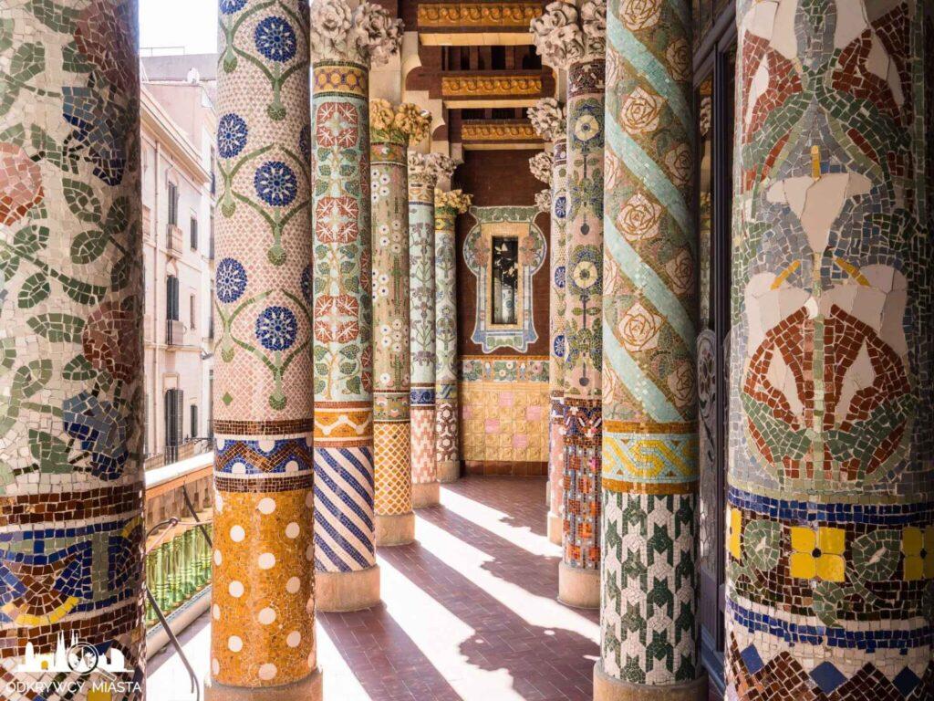 pałac muzyki katalońskiej balkon z filarami