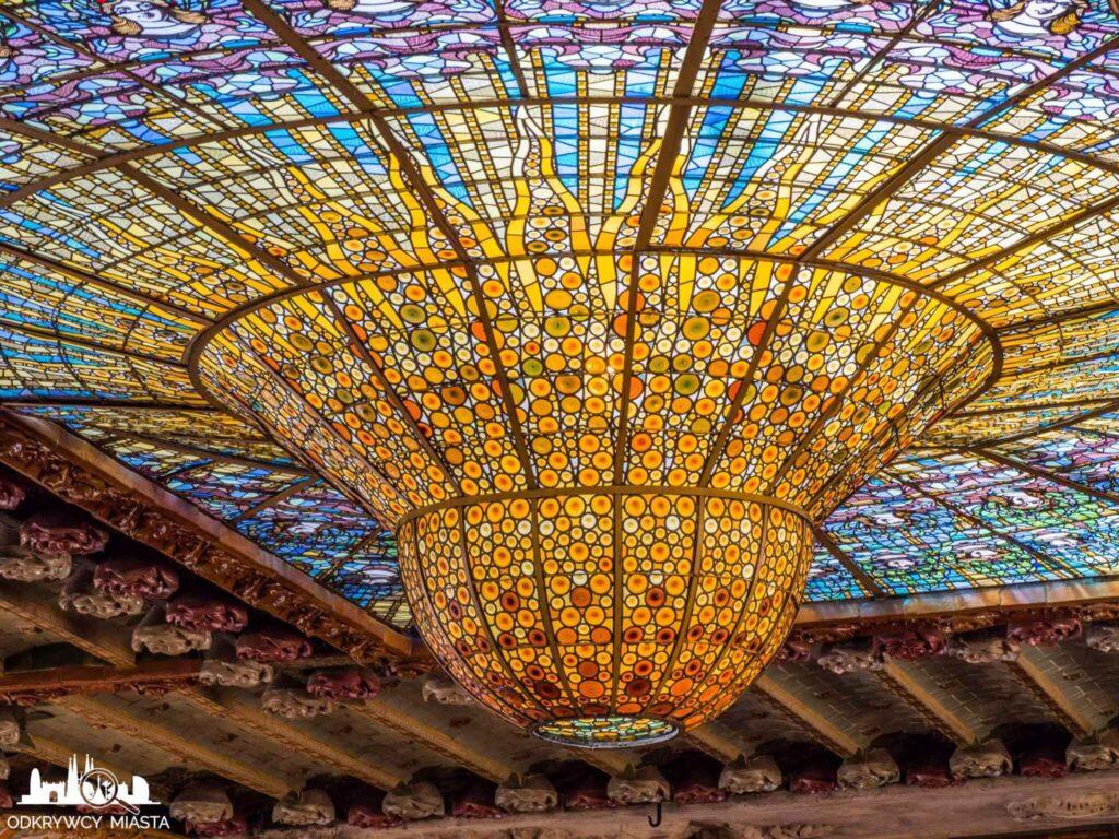 pałac muzyki katalońskiej wypukły witraż słońca