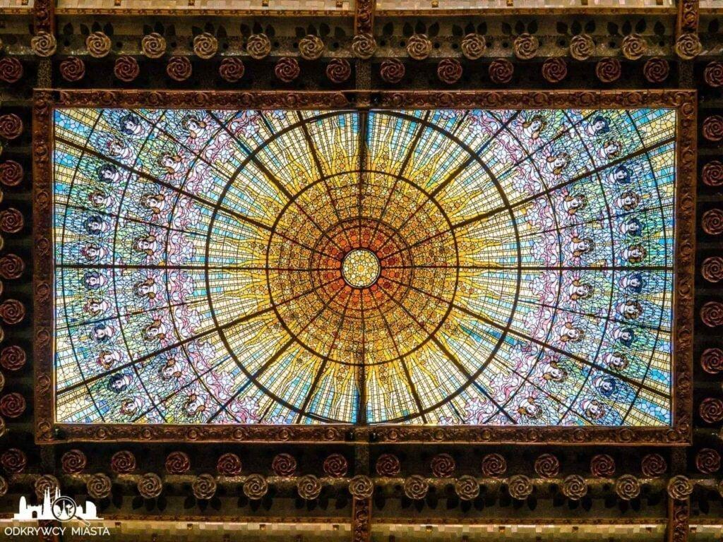 pałac muzyki katalońskiej witraż słońca w poziomie