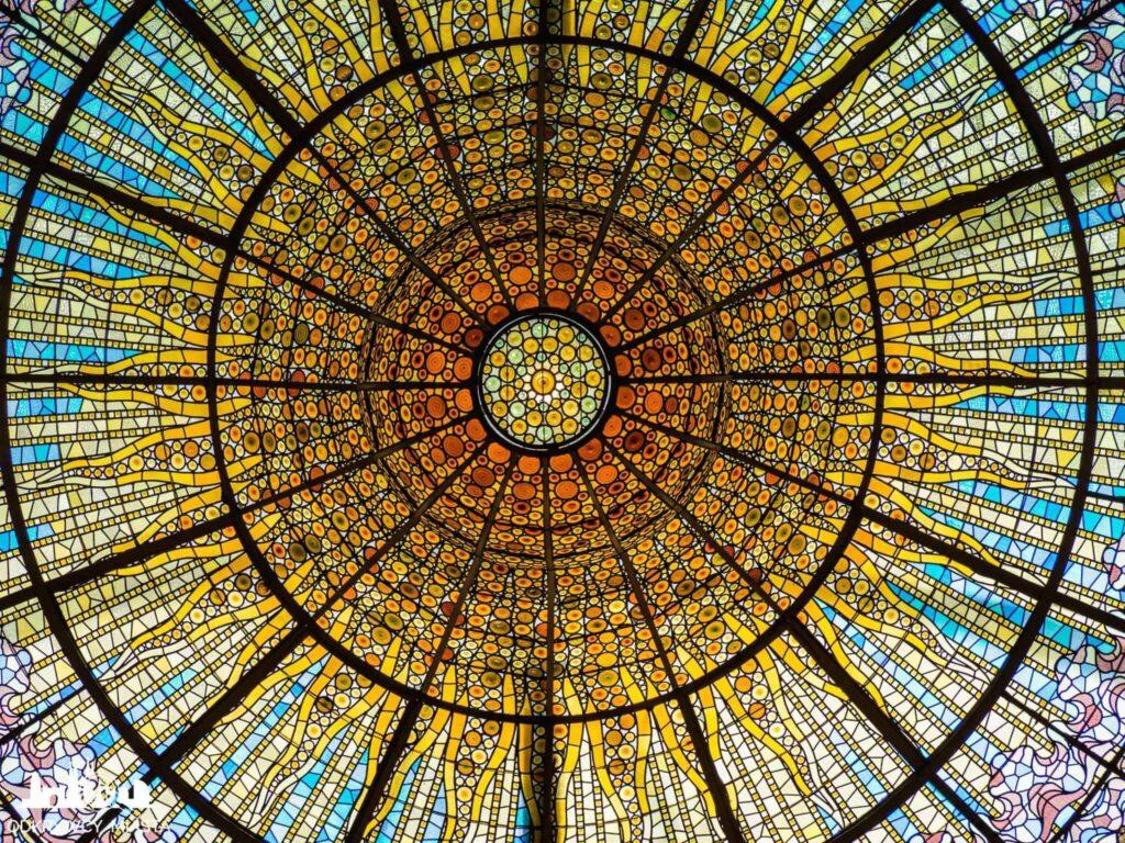 pałac muzyki katalońskiej witraż słońca