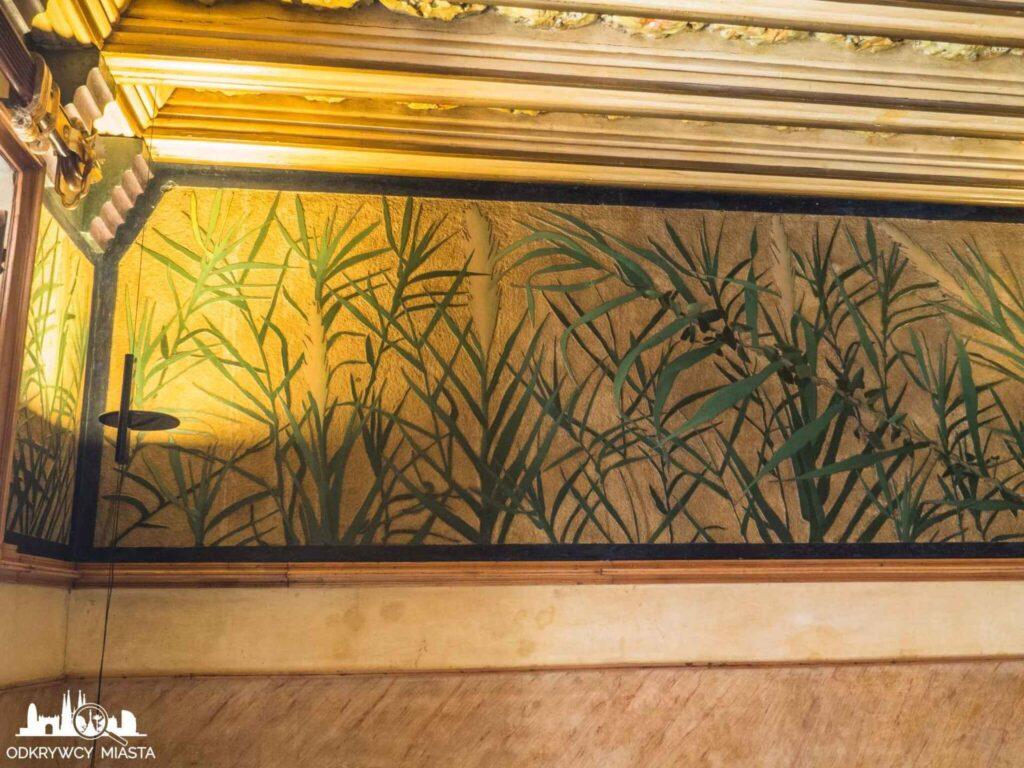 casa vicens trawy na ścianie