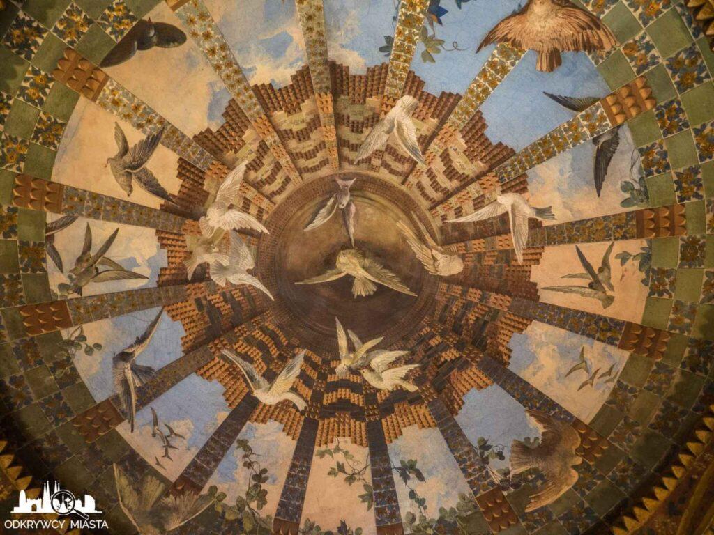 casa vicens sufit z namalowanymi gołębiami